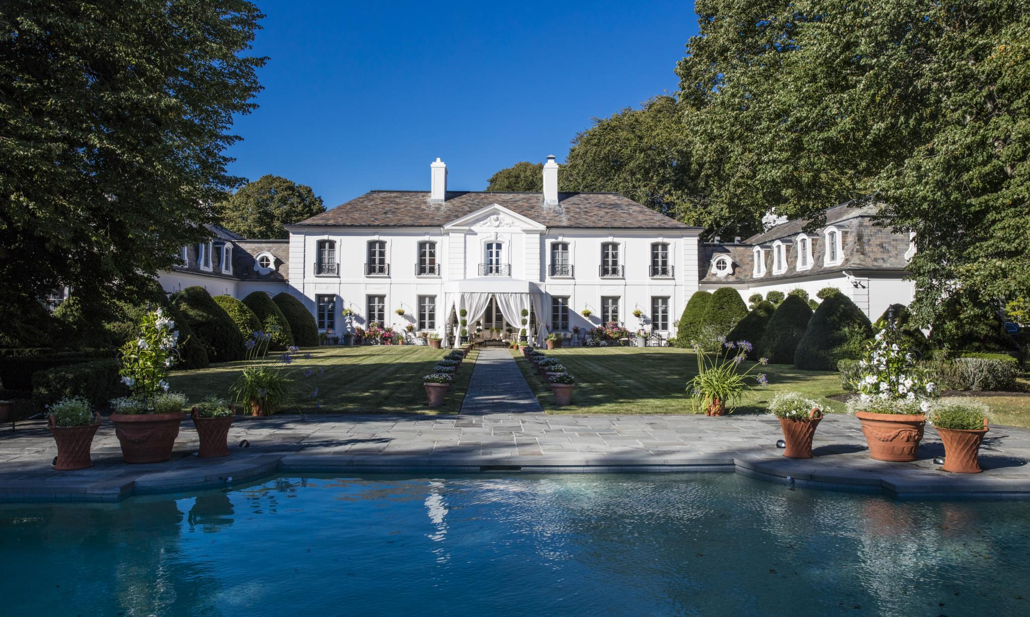 an exceptional estate in newport US $ 12,000,000 See it